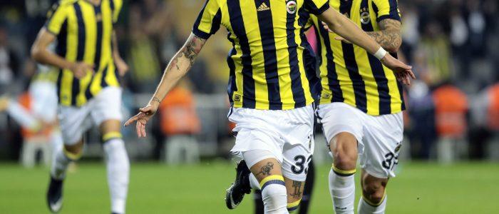 Fenerbahçe Tribünleri Sevinç Gösterisi